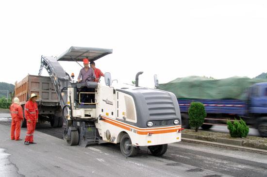 雷电天气保护好筑养路机械